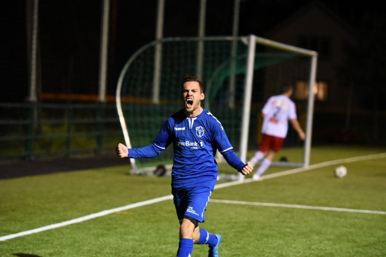 Sondre Lauvås scorer det viktige utligningsmålet tidlig i overtiden (Foto: Anders Vinje, Frostingen)